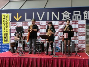 駅前のステージでの演奏