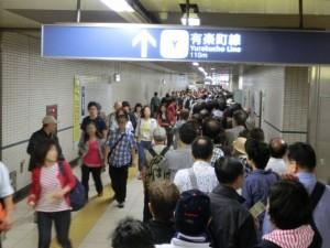 地下鉄での行列