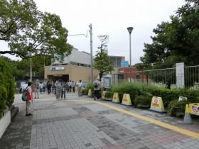 辰巳駅から出て