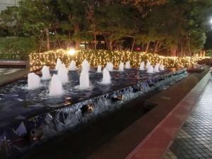 噴水とイルミネーション