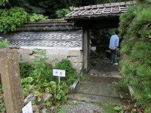 皇太子殿下御見学記念の碑と門